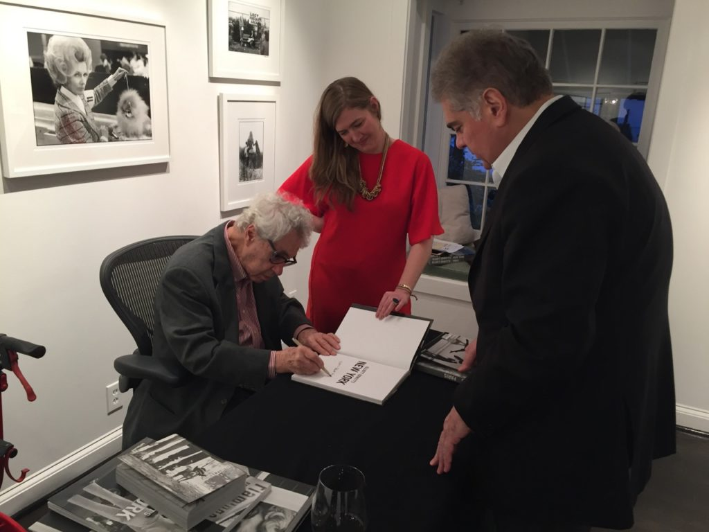 "Elliott Erwitt signing his new book, ""Regarding Women.""/ Courtesy of Jackson Fine Art."